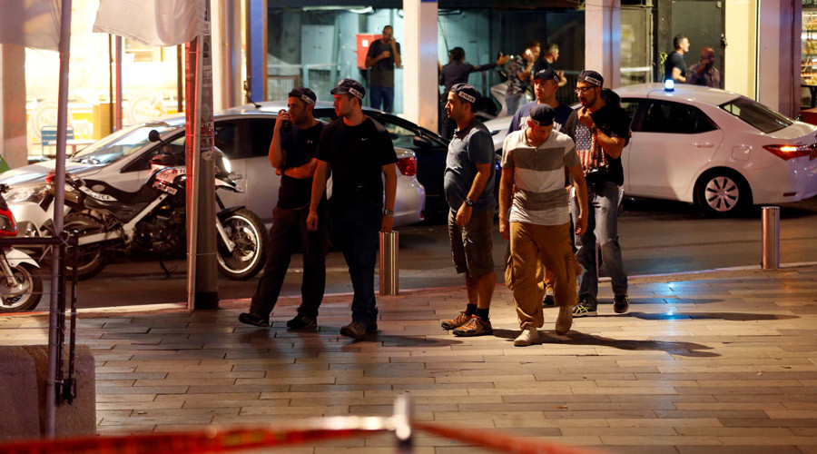Israeli security personnel secure the area where a shooting attack took place in the center of Tel Aviv June 8, 2016. © Ammar Awad