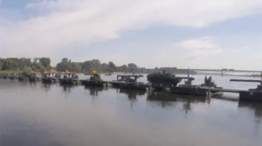 Anaconda bridge: NATO troops build floating rig over Polish river in war games (VIDEO)