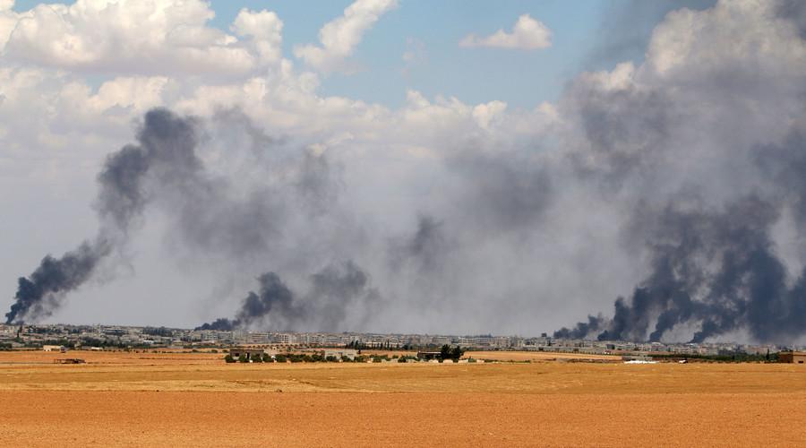Smoke rises from Manbij city, Aleppo province, Syria June 8, 2016. © Rodi Said