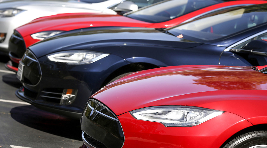 Niche market: Tesla Motors introduces cheaper sedan model