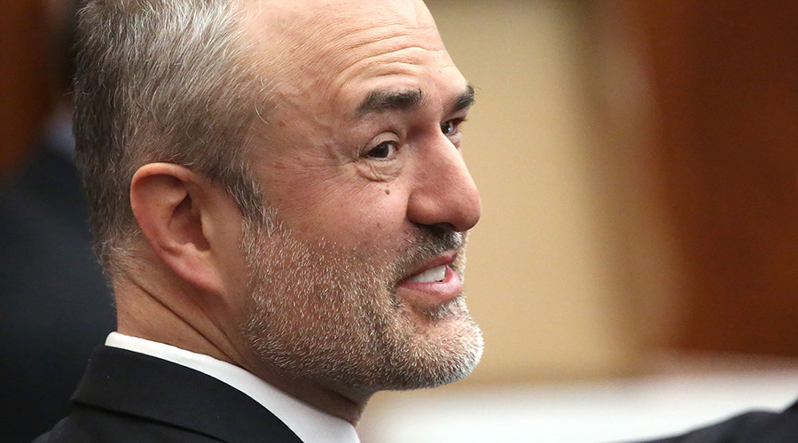 Nick Denton, founder of Gawker, talks with his legal team before Terry Bollea, aka Hulk Hogan, testifies in court, in St Petersburg, Florida March 8, 2016 © John Pendygraft