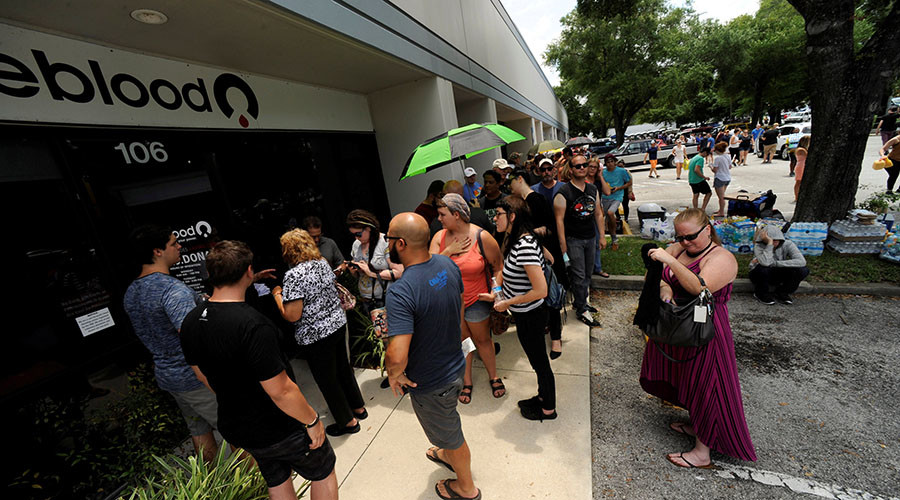 Hundreds of community members line up outside a clinic to donate blood after an early morning shooting attack at a gay nightclub in Orlando, Florida, U.S June 12, 2016. © Steve Nesius