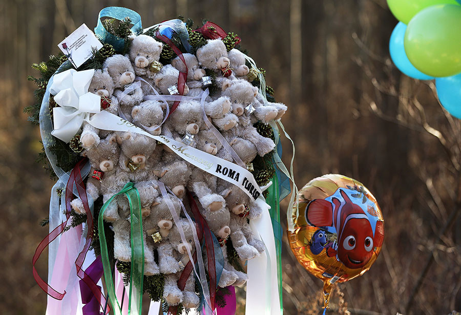 A memorial made of teddy bears is seen at a makeshift memorial of flowers and balloons next to the Sandy Hook Elementary school sign in Sandy Hook, Connecticut December 15, 2012. © Shannon Stapleton