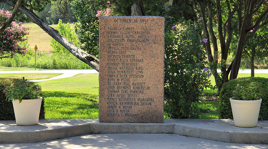 Memorial honoring the victims of the Luby's massacre in Killeen, Texas, United States. © Wikipedia
