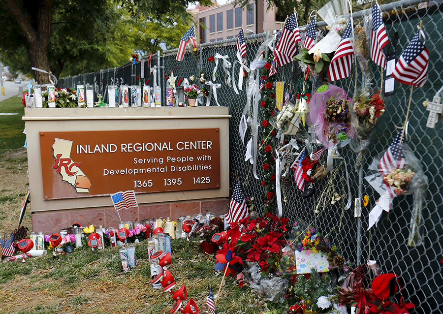 A memorial still remains outside as workers return to work for the first time at the Inland Regional Center (IRC) in San Bernardino, California, January 4, 2016. © Mike Blake