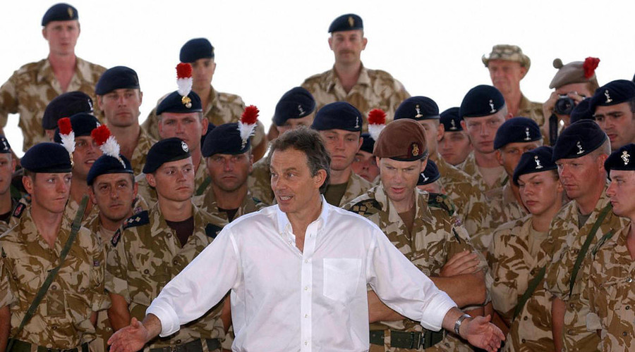 Tony Blair addressing troops in Basra, Iraq in May 2003. © AFP