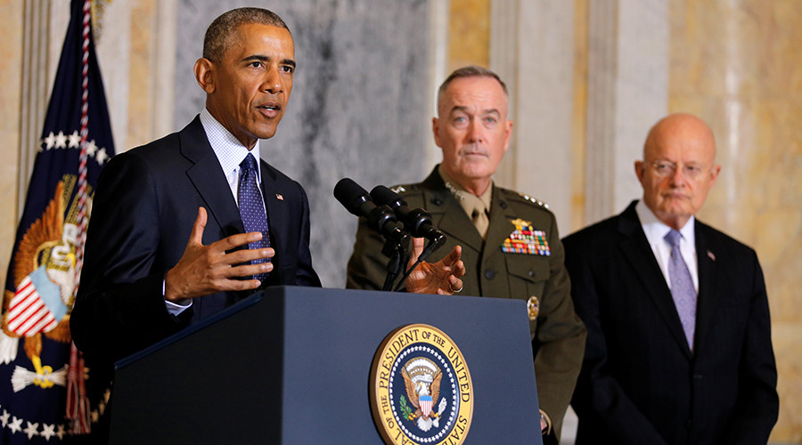 U.S. President Barack Obama delivers a statement accompanied by Director of National Intelligence James Clapper (R) and Chairman of the Joint Chiefs of Staff General Joseph Dunford in Washington, U.S., June 14, 2016 © Carlos Barria