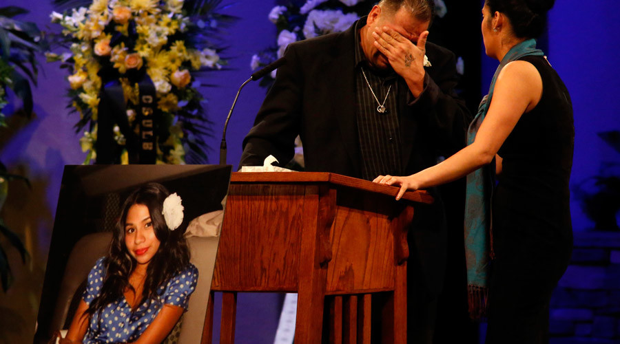 Reynaldo Gonzalez (L), father of Nohemi Gonzalez, cries during the funeral service for Nohemi Gonzalez at the Calvary Chapel in Downey, California on December 4, 2015 © Genaro Molina