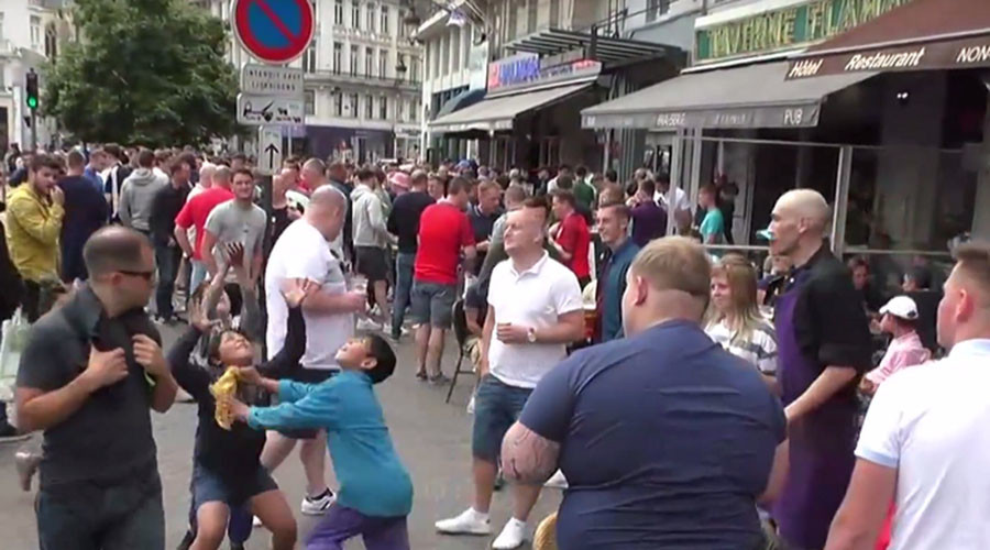 Lille mayhem: English fans throw change at kids in the street to watch them fight over it (VIDEO)