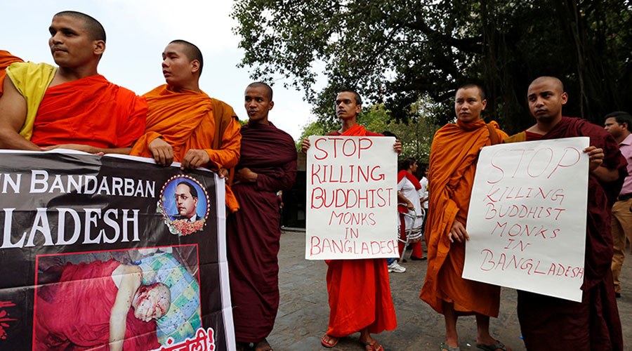Buddhist monks participate in a protest against the murder of a monk in Bangladesh, in Mumbai, India, May 23, 2016. © Danish Siddiqui