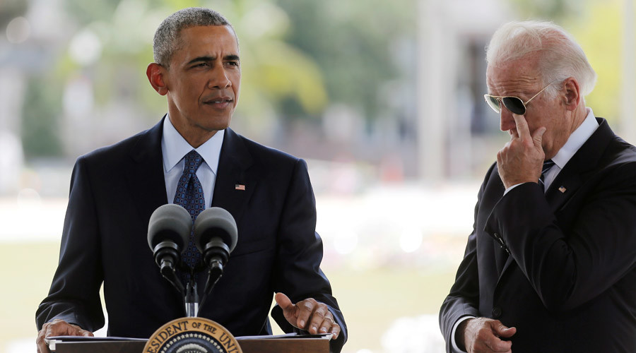 U.S. President Barack Obama (L) delivers a statement next to Vice President Joe Biden  © Carlos Barria