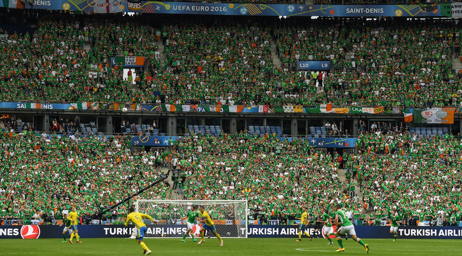 Ireland's 'Green Army' fans offer welcome antidote to Euro 2016 football violence (VIDEOS)
