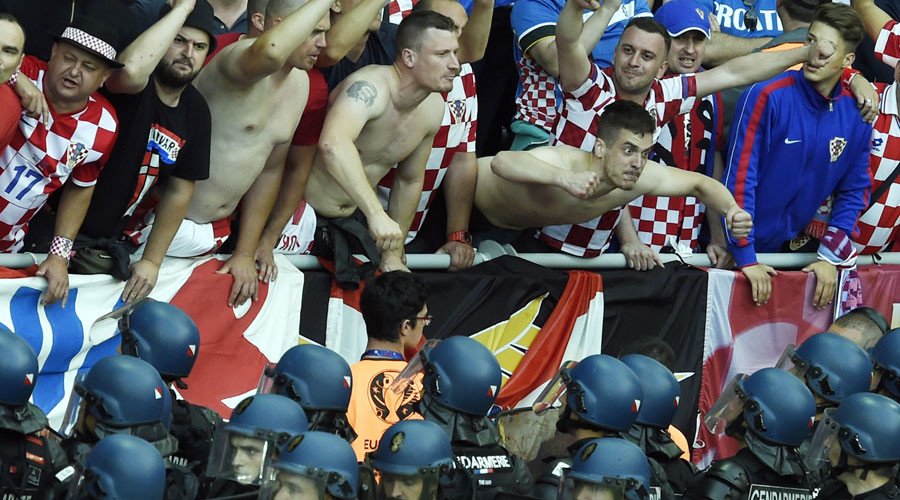 Croatian football hooligans bid to get country thrown out of Euro 2016