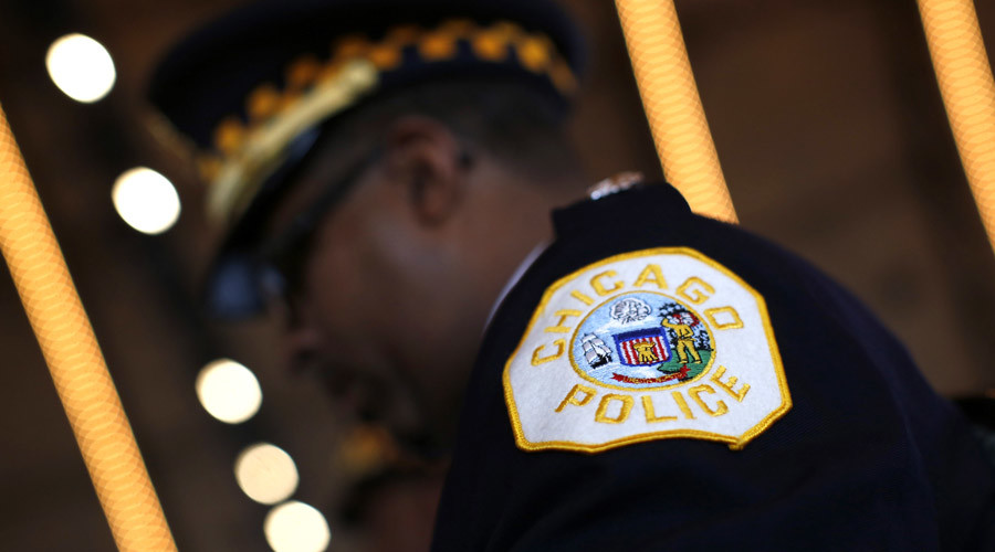Chicago cop caught punching suspect on Facebook Live (VIDEO)