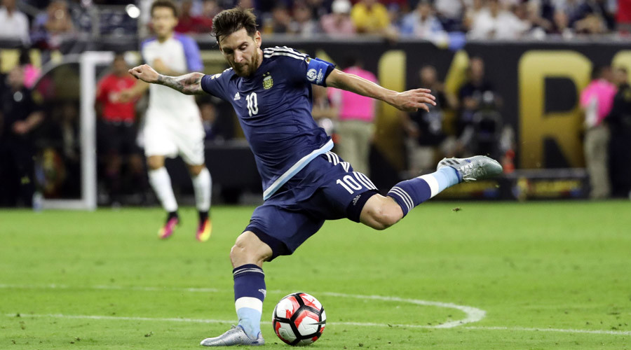 Argentina midfielder Lionel Messi (10) kicks the ball during the second half for an assist against the United States in the semifinals of the 2016 Copa America Centenario soccer tournament at NRG Stadium. © Kevin Jairaj