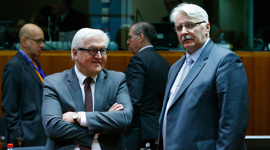German Foreign Minister Frank-Walter Steinmeier (L) talks with Polish Foreign Minister Witold Waszczykowski at the start of an European Union foreign ministers meeting at the European Council in Brussels, Belgium, January 18, 2016. © Yves Herman