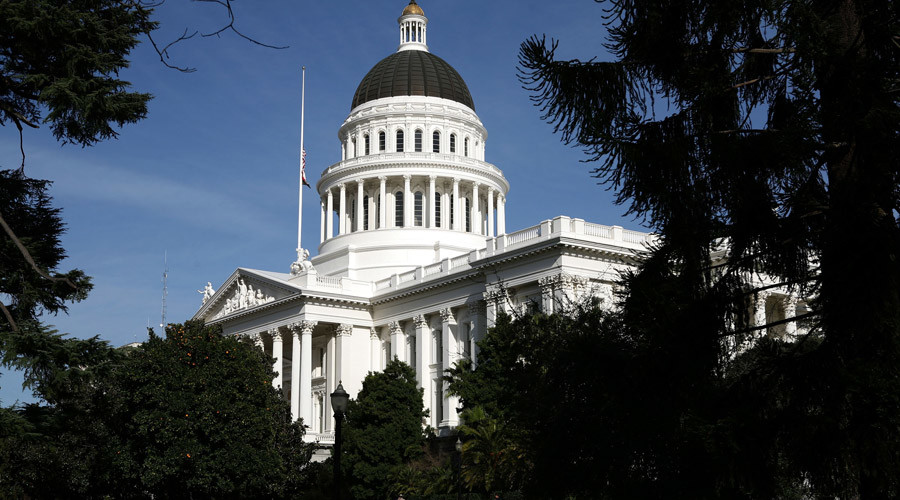 منظر لمبنى الكابيتول ولاية كاليفورنيا في سكرامنتو © جاستين سوليفان