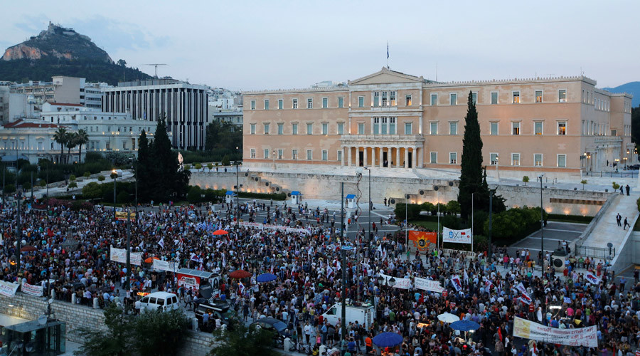 Anti-austerity protesters gather in front of the parliament during a rally in Athens © Jean-Paul Pelissier