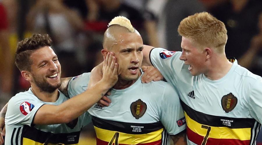 Belgium Radja Nainggolan celebrates with team mates after scoring a goal. © Yves Herman