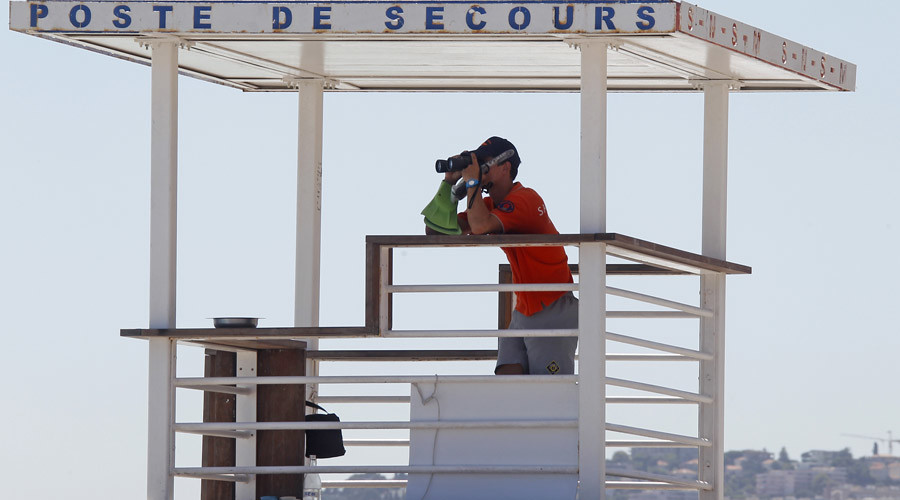 Armed patrols will begin on French beaches in July. © Eric Gaillard