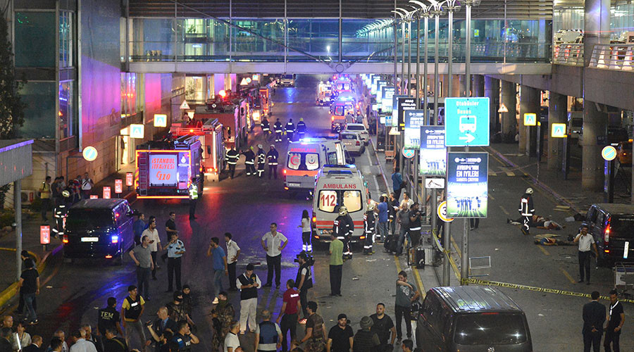 People walk outside Turkey's largest airport, Istanbul Ataturk, Turkey, following a blast June 28, 2016. © Ismail Coskun / IHLAS News Agency
