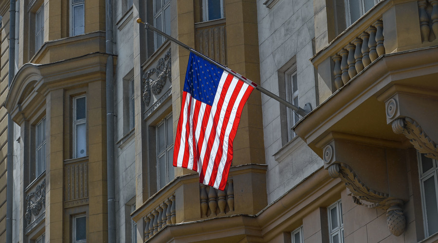 The United States flag is flying at the US Embassy building in Moscow. © Evgenya Novozhenina