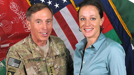 David Petraeus and Paula Broadwell in Afghanistan ©