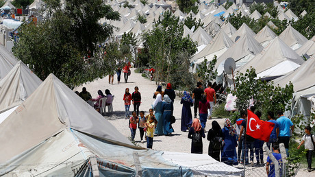 Syrian refugees stroll at a refugee camp in Osmaniye, Turkey, May 17, 2016. © Umit Bektas