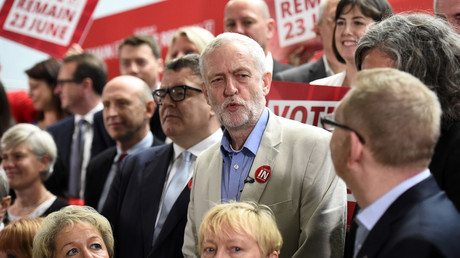 Britain's opposition Labour Party's leader Jeremy Corbyn (C) poses for a group photo with other senior members of the party and trade unionists at an event in support of remaining in the European Union, in central London, June 14, 2016. © Dylan Martinez