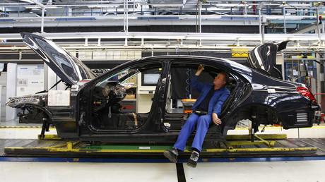 An employee works on the new Mercedes-Benz S-class car at the plant in Sindelfingen near Stuttgart © Michaela Rehle