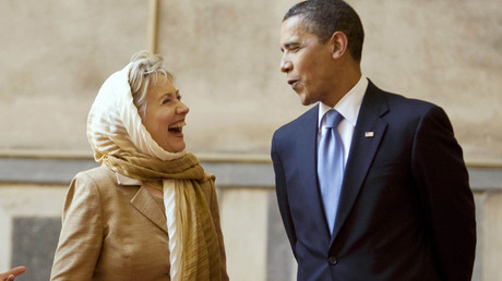 US President Barack Obama and his Secretary of State at the time, Hillary Clinton, laugh it up while in Cairo, Egypt. © Larry Downing