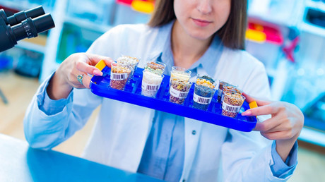 Female laboratory technician with food samples for allergy testing in the laboratory. © Wladimir Bulgar / Science Photo Library