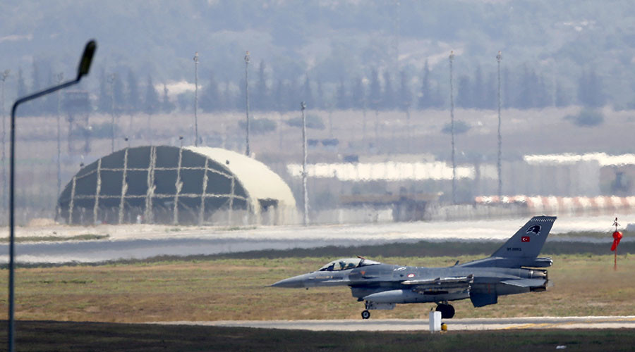 A Turkish Air Force F-16 fighter jet lands at Incirlik air base in Adana, Turkey. © Murad Sezer