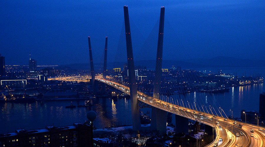 A cable bridge over the Zolotoy Rog bay in Vladivostok, Russia © Vitaliy Ankov
