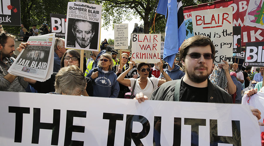 Demonstrators protest before the release of the John Chilcot report into the Iraq war, at the Queen Elizabeth II centre in London, Britain July 6, 2016. © Paul Hackett