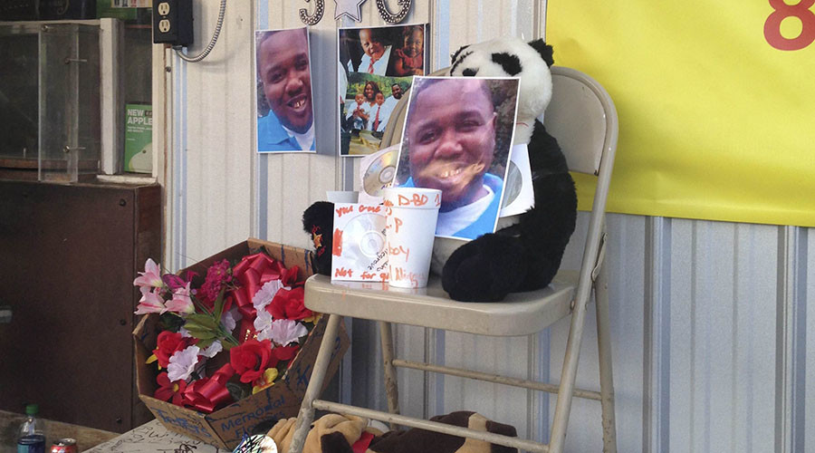 An impromptu memorial has been set up after Alton Sterling, 37, was shot and killed during an altercation with two Baton Rouge police officers in Baton Rouge, Louisiana, U.S. on July 5, 2016. © Bryn Stole