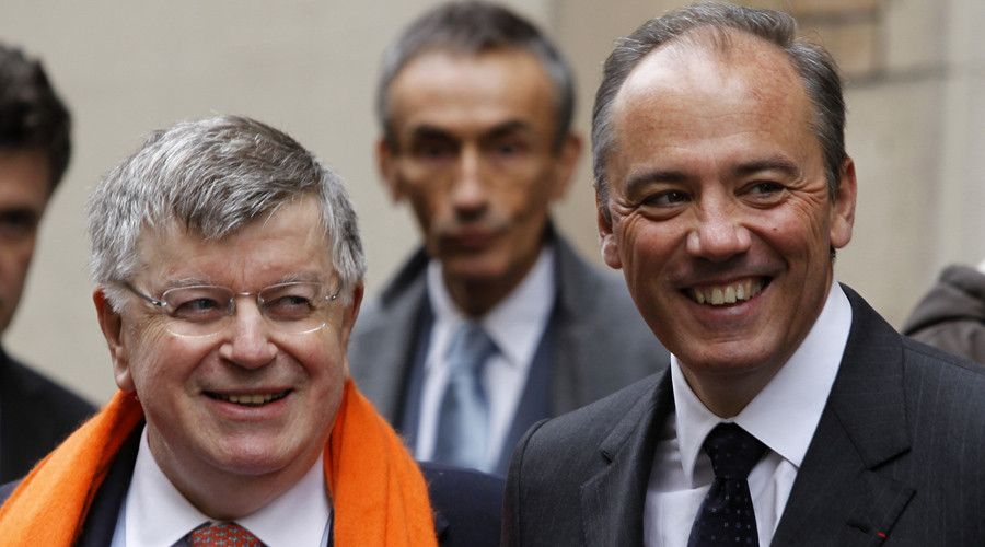 France Telecom CEO Didier Lombard (L) and deputy CEO Stephane Richard stand together outside a France Telecom fibre optic and copper wire telephone linking centre in Paris January 18, 2010.  © Charles Platiau