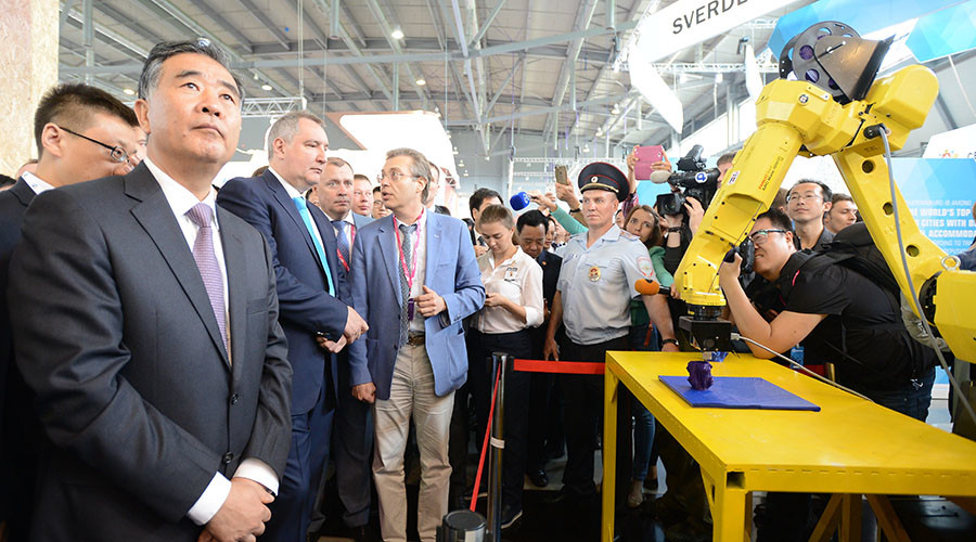 Russian deputy PM Dmitry Rogozin (third from the left) and vice chairman of China's State Council Wang Yang (front row on the left) visit the Innoprom-2016 expo in Yekaterinburg, Russia. © Sergey Mamontov