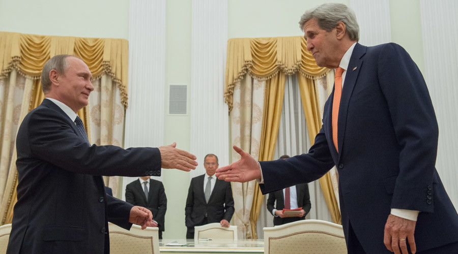 Russian President Vladimir Putin, left, meets with US Secretary of State John Kerry in Moscow. © Sergey Guneev