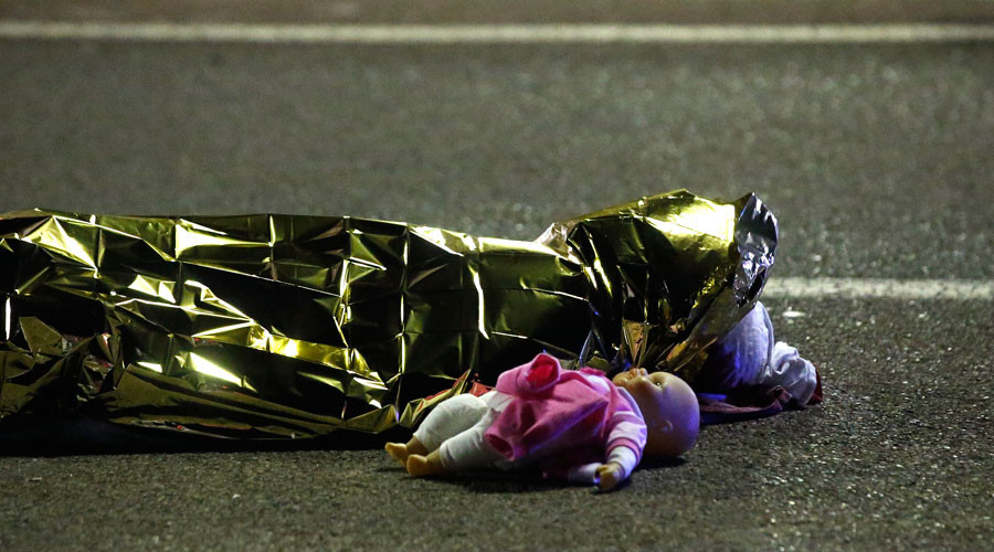 A body is seen on the ground July 15, 2016 after dozens were killed in Nice, France, when a truck ran into a crowd celebrating the Bastille Day national holiday July 14. © Eric Gaillard