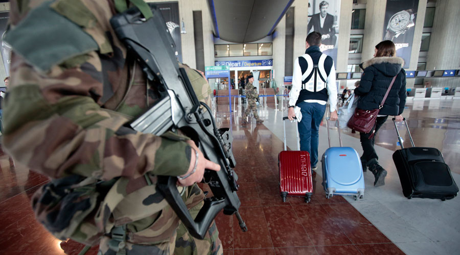 FILE PHOTO: An armed French soldier patrols at Nice international airport in Nice, France © Eric Gaillard