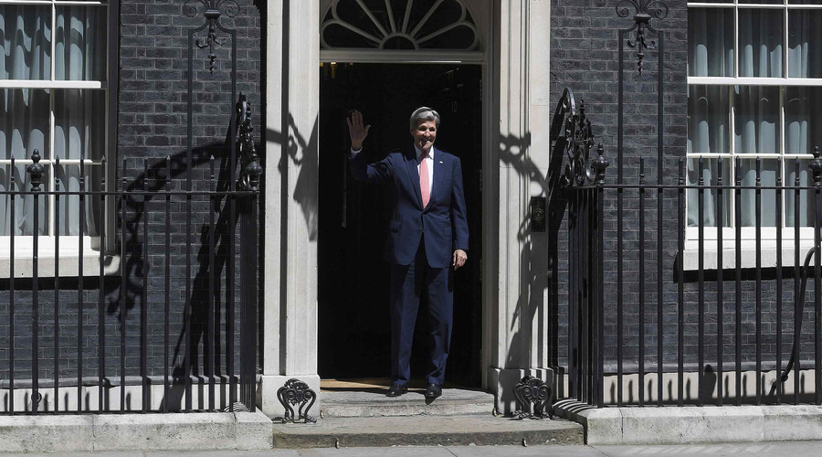 US Secretary of State John Kerry on the steps of No. 10 Downing Street. © Toby Melville