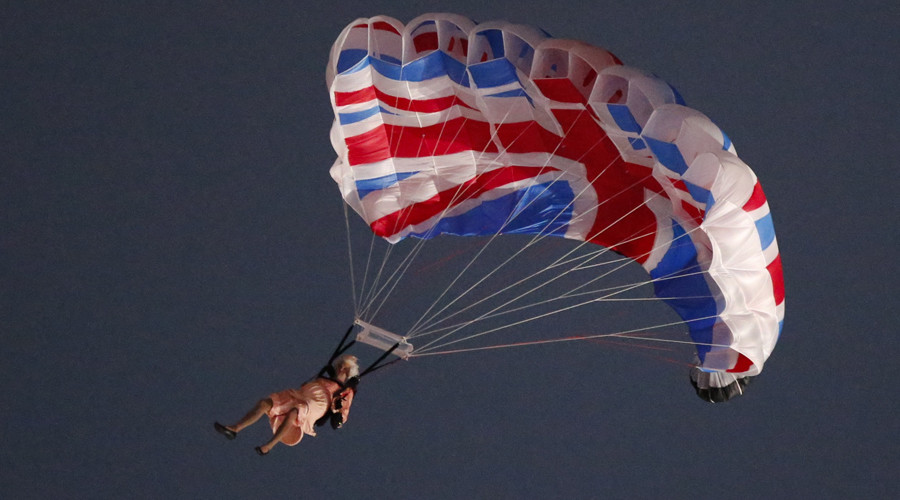 A performer playing the role of Britain's Queen Elizabeth parachutes from a helicopter © Fabrizio Bensch