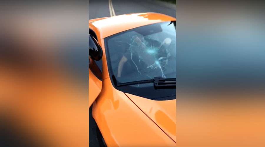 Skateboarder smashes windshield of $250,000 McLaren which nearly knocked him down (VIDEO)