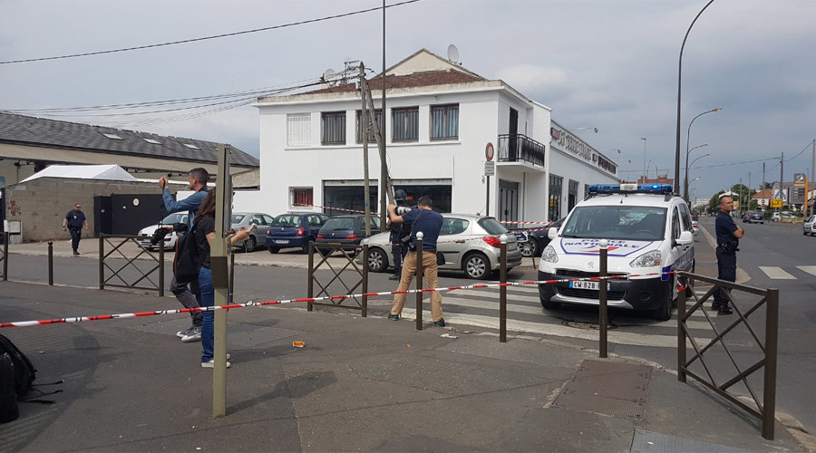 Anti-terror op carried out in northern Paris suburb, some 20 people reported arrested
