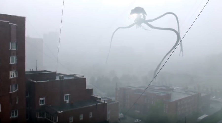 War of the worlds: Terrifying tripod alien 'invades' Russian city (VIDEO)