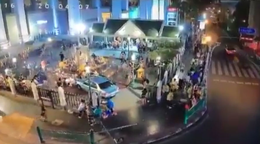 7 injured after car plows through crowd, crashes into Erawan Shrine in Bangkok (VIDEO)
