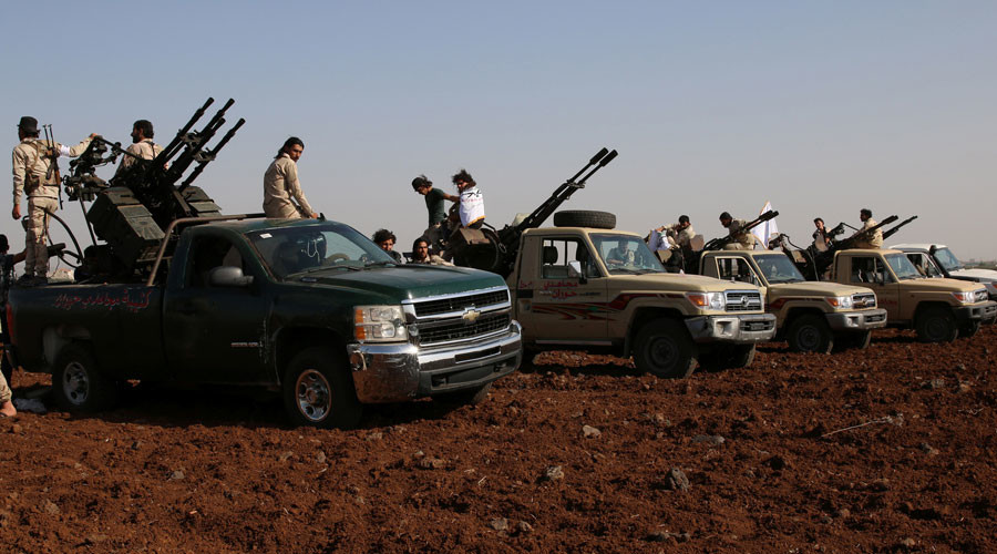 Rebel fighters from 'Mujahideen Horan brigade' stand on pick-up trucks mounted with anti-aircraft weapons as they take part in military training in the western rural area of Deraa Governorate, Syria June 19, 2016. © Alaa Al-Faqir