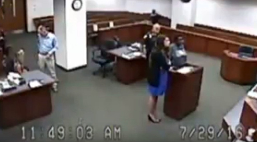 'Is this for real?': Kentucky judge furious after jail sends woman to court without pants (VIDEO)