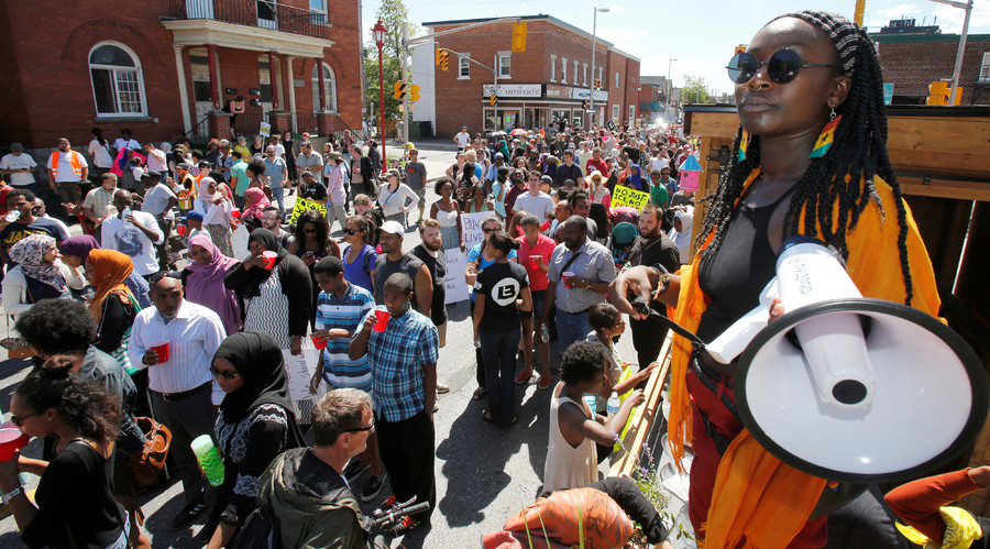 Debbie Owusu-Akyeeah leads a protest march in Ottawa, Ontario, Canada July 30, 2016 for Abdirahman Abdi, a mentally ill black man who died following his arrest by police. © Patrick Doyle